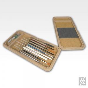 Boite à pinceaux et outils