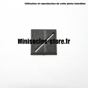 Socle carré 25 mm CITADEL avec fente diagonale PLASTIQUE NOIR (x1)